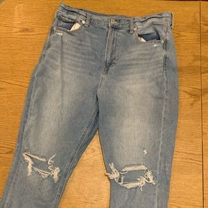 boyfriend fit high waisted American eagle jeans!